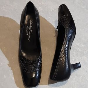 Salvatore Ferragamo black leather pumps shoes 9.5